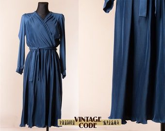 Navy blue  Pleated 70s 80s dress /  Secretary Librarian Day dress / Wrap front dress / Finnish vintage dress /  size  Small