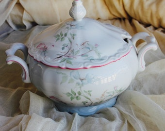 French Vintage soup tureen, Bavaria,  pastel tureen, soup tureen, excellent condition tureen, vintage vegetable dish, hand painted flowers