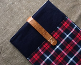 """11 inch Macbook AIR case, macbook sleeve, macbook case cover with pocket handmade wood, oak button """"Red Navy"""""""