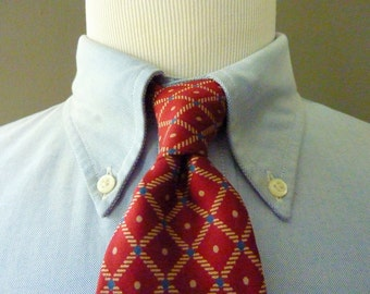 RARE Vintage 1960s Brooks Brothers MAKERS All Silk Geometric Diamond Trellis Pattern Trad / Ivy League Neck Tie.  Printed in England.