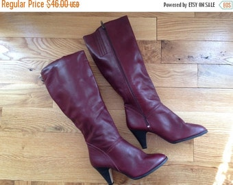 xoxo... Vintage Boots /  7 1/2 Women's / Oxblood Boots