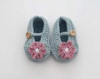 Crochet baby girl shoes, crochet baby boots, baby girl flower shoes