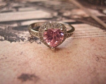 Pretty Vintage 925 Sterling Silver Pink CZ Heart Ring