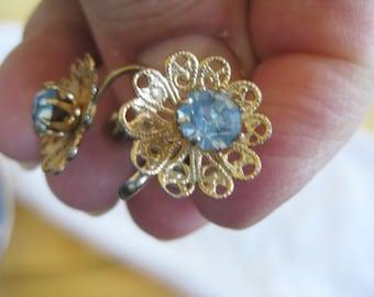 Vintage blue rhinestone Screwback Boho Mod earrings Very good no condition issues