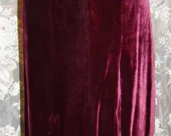 1930's early 1940's Plum silk velvet skirt, Side snap closure
