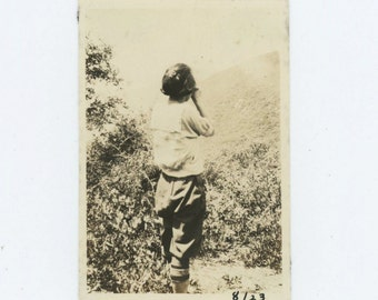Vintage Snapshot Photo: Woman Taking Photograph, 1923 (68488)
