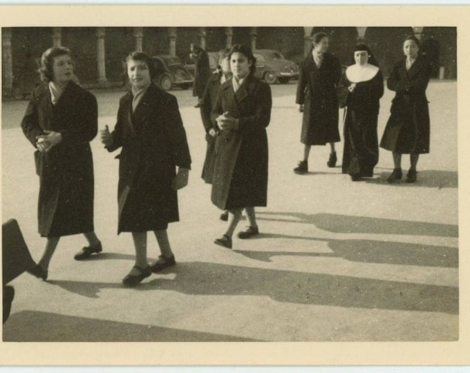 Schoolgirls, Nun, Italy, 1957 Vintage Snapshot Photo (66474)