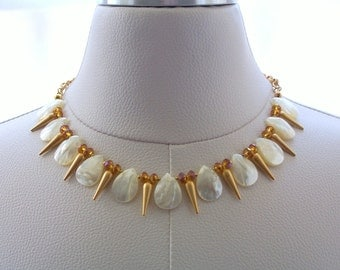 Shell Necklace Matte Gold Necklace with Chain Crystal Jewelry Spike Jewelry Gift Ideas Modern Resort Wear Fashion Jewellery