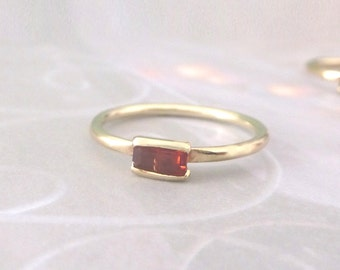 Baguette Ring in 9ct Gold - Garnet - 9ct Yellow Gold Ring