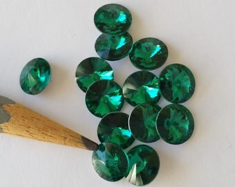 20 Rivoli crystal rhinestones 8mm green