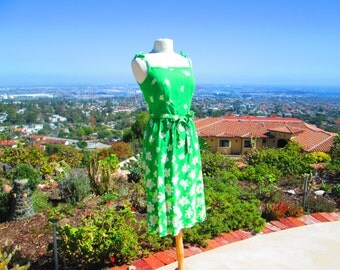 PRETTY Vintage 1960's Bright Green Sundress with Daisies Vintage Sundress Women's Vintage Dresses Summer Dress