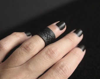 Handmade Faux Leather Ring/ Vegan Leather Ring/ Black Ring/ Handmade Ring/ Minimalist Ring/ Unisex Ring/Sewn abstract pattern