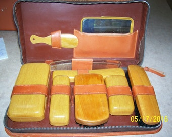 Man's travel set with containers and brushes, leather