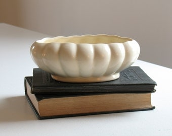 Vintage mid century white pottery planter / scalloped edge planter / mid century pottery bowl