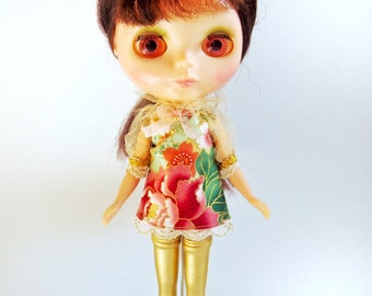 Vintage peony print dress (red, gold & green) for blythe