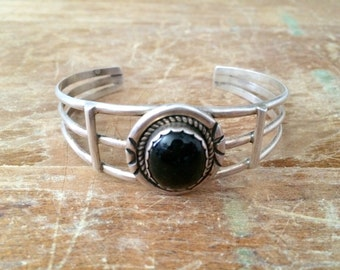 vintage old pawn sterling silver onyx cuff bracelet - Native American cuff