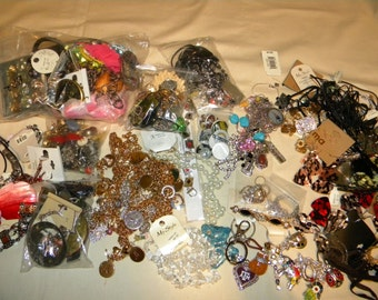 CD6a) Huge 5 3/4 pounds High Fashion lot Wholesale jewelry collections Great deal of stuff here