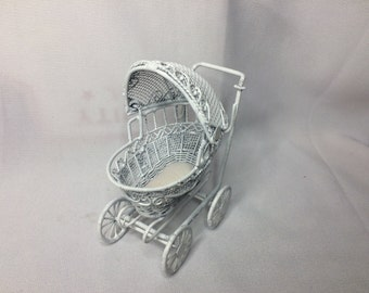Dollhouse Miniature Small Baby Carriage (PT)