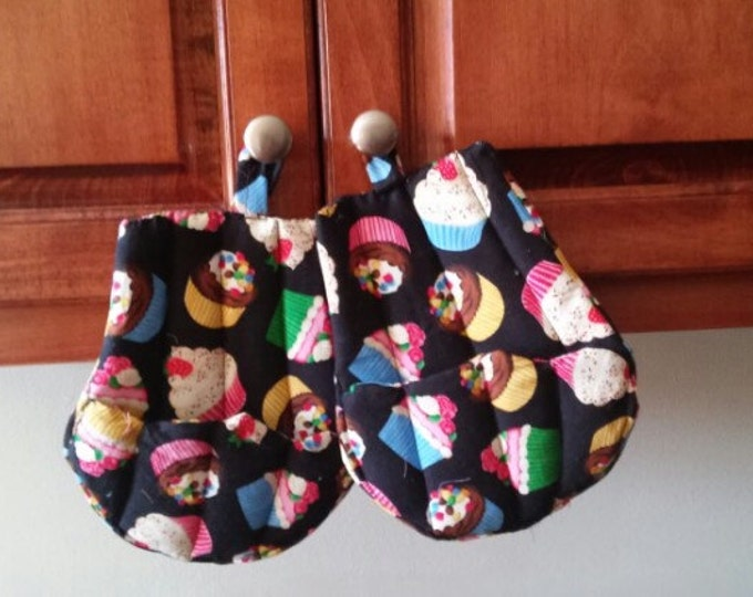 Cupcake Potholder, Fabric Potholder, Quilted Potholder, Kitchen Potholders