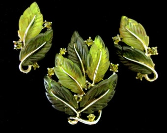 LISNER Thermoset Green Leaves Brooch Earrings Set, Rhinestones, Goldtone, Signed Vintage