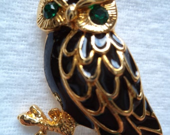 Vintage Unsigned Goldtone/Black Owl Brooch/Pin  Green Eyes