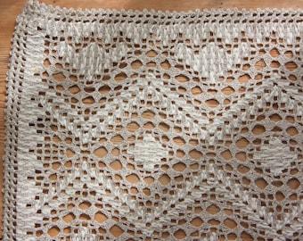 Gorgeous openwork lace/ näversöm  tablerunner in linen  from Sweden