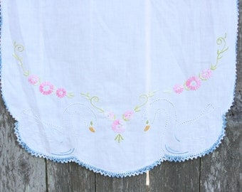 Vintage Hand Embroidered  Linen Table Runner ~ Dresser Scarf ~ Linen Table Runner ~ Small Table Cloth ~ Embroider Linen Table Runner