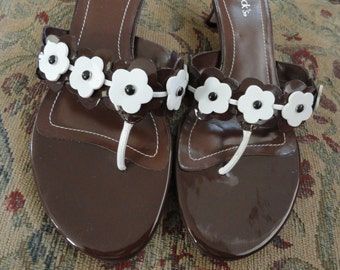 CoCo Brown Sandal Heels White Flowers . 9W . NWT . Summer Heels . Rockabilly . Costume Heels . Fairy Heels . Flower Thong Sandal . Shoe 3