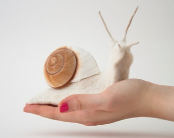 Needle Felted Snail, Felted Wool Sculpture, Realistic Felted Animal, Snail Soft Sculpture, Felt Giant Snail, Unique Handmade Gift