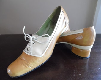 Shoes, Lace-up Vintage late 1960s - Early 1970s Pair of Women's Tri-tone Ocher All Leather Oxford Lace-up Shoes with Low Heels by Son Camino