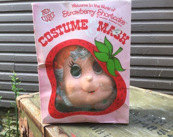 VINTAGE Strawberry Shortcake Costume and Mask. IOB. Apricot n' Hopsalot. Child's Size 4-6.  Wonderful Vintage Condition. In Box. Ben Cooper