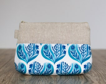 make up bag // blue hearts on organic cotton + linen  // zipper pouch // cosmetic storage