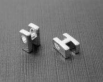 Markdown, Alphabet H, AH-R6, 2 pcs, 7.9x6.1x4.3mm, Hole size 1.9x2.9mm, Captial letter, Original rhodium plated brass, Not easily tarnish