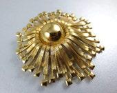 1960s Monet Large Gold Pin,Gold Tone Sunburst Brooch,Gold Monet Brooch,Monet Large Gold Pendant,Monet Sunburst Brooch Pin,Vintage Monet Pin
