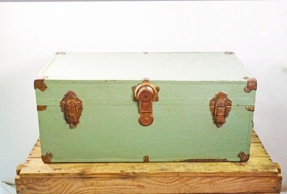 malle m tal vintage foot locker coffre enti rement en m tal. Black Bedroom Furniture Sets. Home Design Ideas