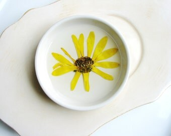 Yellow Daisy Flower Dish, Jewelry Organizer, Pressed Flowers Bowl, Nature Decorative Dish, Jewelry Tray, Real Flower Dish