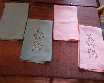 4 Vintage Tea Towels Set Green and Peach
