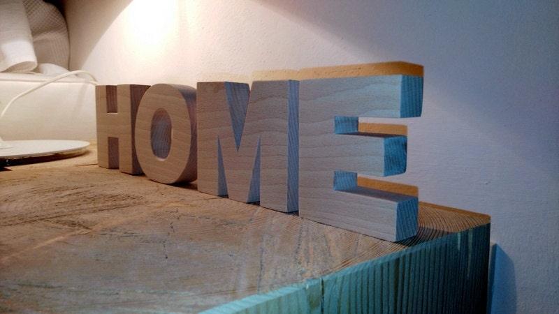 Scritta home in legno di faggio for Scritta home in legno