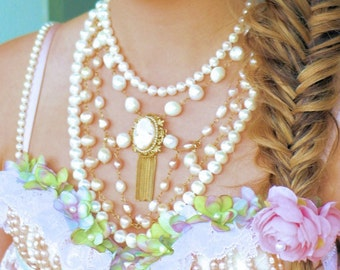 design Pearl necklace, more strokes and with gorgeous vintage cameo