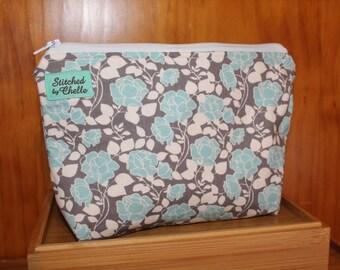 Medium sized handbag purse