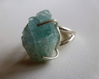 Hunky chunk of crystal blue Aquamarine on a sterling silver split shank ring. Size 7.