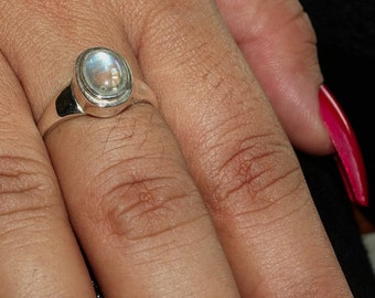 Pretty Gemstone Ring with an oval shaped blue fire Moonstone Sterling Silver 925 size 8 (GR437)
