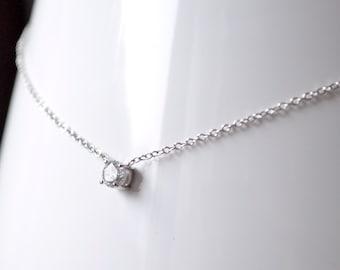 Zirconium necklace set with silver metal