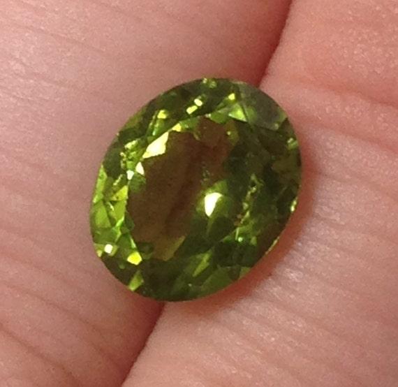 Green Peridot 4.4 Carat 9x11mm Natural Oval Gemstone