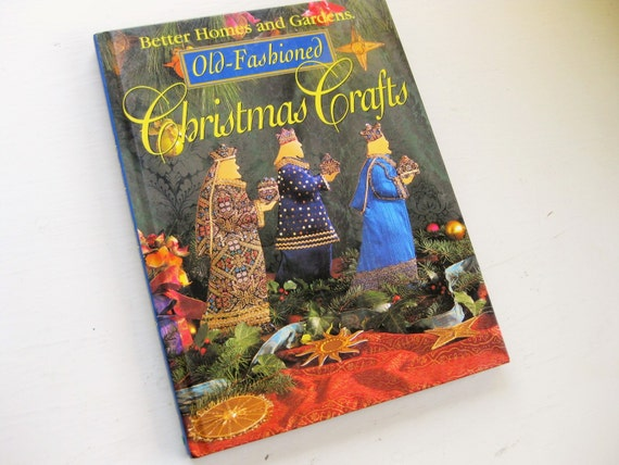 """Better Homes and Gardens """"Old Fashioned Christmas Crafts"""" 1995. Holiday crafts. BHG. Holiday decor. Ornament crafts"""