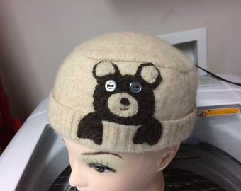 Childs felted lambswool hat with bear
