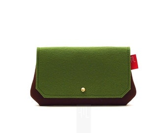 Small pochette, all purpose pochette, brown pochette, felt clutch, made in Italy clutch.