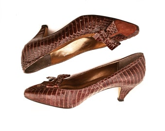 70s High Heels // Vintage 1970's Snakeskin and Suede Pumps with Bow Detail // Size 7-7 1/2