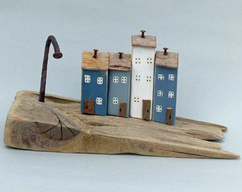 4 little painted houses on Driftwood Slope #373