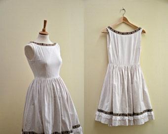 Vintage 50s cotton summer dress /Full skirt dress /brown tiny stripes /Lace trim